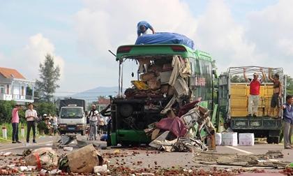 Ảnh: Hiện trường vụ tai nạn kinh hoàng khiến 11 người thương vong