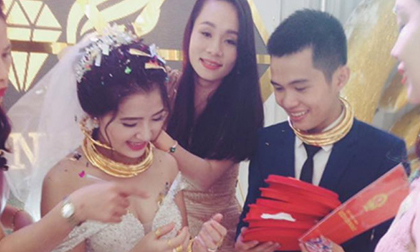 Nghệ An: Cặp đôi đeo vàng trĩu cổ, được tặng xe hơi, biệt thự tại đám cưới