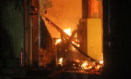 Cháy quán karaoke, nhiều người thoát chết trong gang tấc
