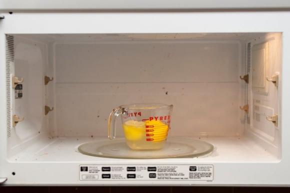 Những công dụng làm sạch ít ai ngờ tới của nước sôi - 2