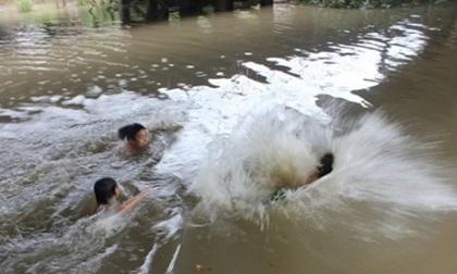 Tắm hố sâu, 3 em nhỏ chết đuối trước ngày nhập học