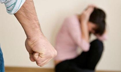 Tàn tạ với ông chồng cờ bạc, kề dao đòi tiền, ba mẹ vẫn không cho tôi ly hôn vì sợ xấu mặt