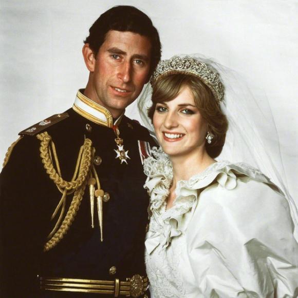 Những khoảnh khắc tố cáo sự suy sụp và dự báo tương lai bất hạnh của Công nương Diana lần đầu được tiết lộ - Ảnh 1.