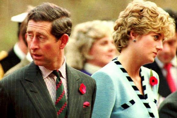 Những khoảnh khắc tố cáo sự suy sụp và dự báo tương lai bất hạnh của Công nương Diana lần đầu được tiết lộ - Ảnh 15.