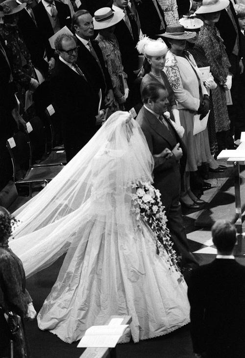 Những khoảnh khắc tố cáo sự suy sụp và dự báo tương lai bất hạnh của Công nương Diana lần đầu được tiết lộ - Ảnh 3.