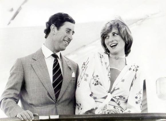 Những khoảnh khắc tố cáo sự suy sụp và dự báo tương lai bất hạnh của Công nương Diana lần đầu được tiết lộ - Ảnh 4.
