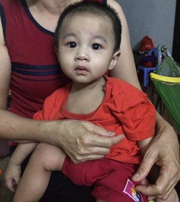 Vụ bé trai 1 tuổi bị bỏ rơi ở hội chợ: Gia đình tôi sẽ làm thủ tục xin nhận nuôi cháu bé - Ảnh 1.