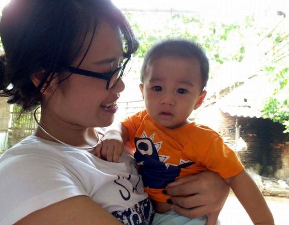 Vụ bé trai 1 tuổi bị bỏ rơi ở hội chợ: Gia đình tôi sẽ làm thủ tục xin nhận nuôi cháu bé - Ảnh 2.