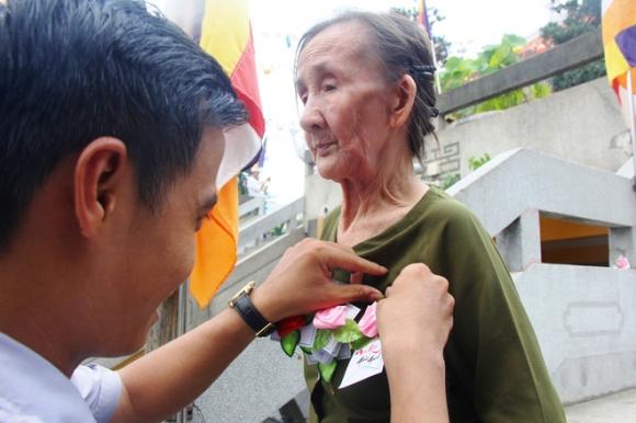 Rằm tháng 7: Phố cổ Hà Nội mù mịt hóa vàng mã, Sài Gòn chen nhau mua cơm chay, đi lễ chùa - Ảnh 23.