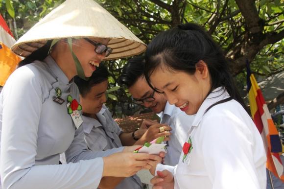 Rằm tháng 7: Phố cổ Hà Nội mù mịt hóa vàng mã, Sài Gòn chen nhau mua cơm chay, đi lễ chùa - Ảnh 24.