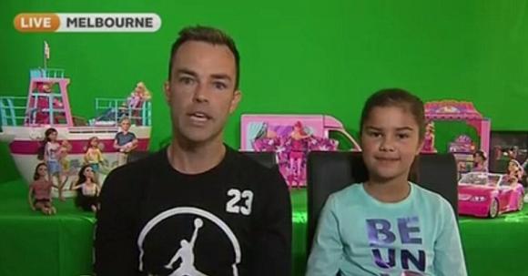 Bé gái tiểu học thành nữ hoàng Youtube chỉ nhờ đồ chơi - 2