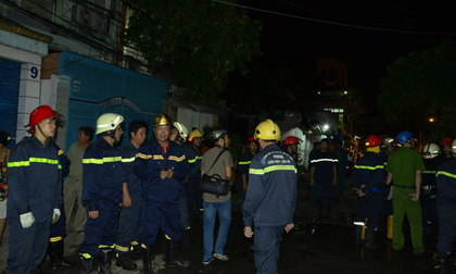 8 người mắc kẹt trong biển lửa ở Sài Gòn, cứu được 7 người