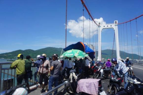 Đà Nẵng: Nam thanh niên nhảy cầu tự tử, nghi do mắc bệnh nan y - Ảnh 4.