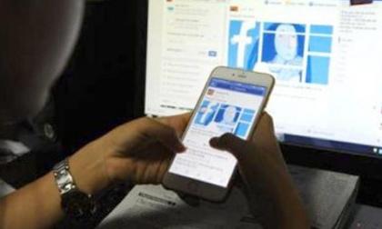 Sử dụng facebook nhiều giờ trong ngày, nữ sinh nhập viện tâm thần