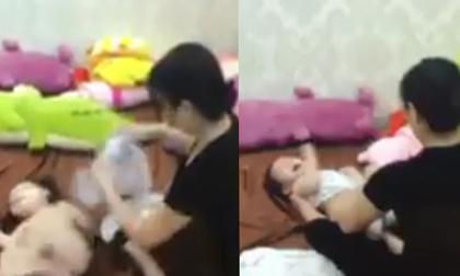 Hà Nội: Đi vắng cả ngày về xem lại camera mẹ chết lặng phát hiện giúp việc quăng quật con thế này