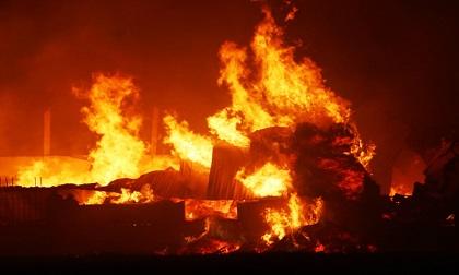 Xưởng bông vải, sợi 360 m2 cháy rụi trong đêm
