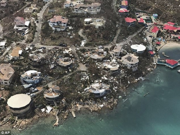 """Siêu bão Irma phá tan nát hòn đảo ở Caribe, """"giúp"""" 120 tù nhân bỏ trốn - 1"""