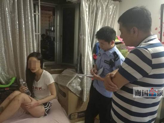 Cô gái xinh đẹp bị bạn trai dội nước sôi lên người nhốt trong nhà và bỏ đói nhiều ngày - Ảnh 1.
