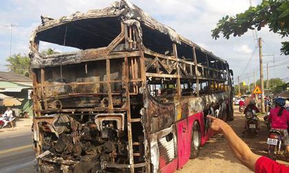 TP. HCM: Hành khách tháo chạy tán loạn khỏi xe khách bốc cháy trên quốc lộ 1
