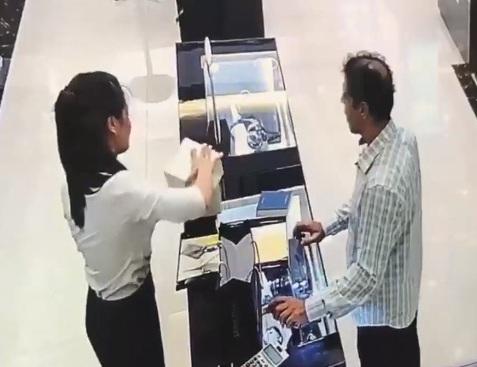 Hành trình truy bắt hai người đàn ông ngoại quốc ăn trộm đồng hồ trị giá trăm triệu - Ảnh 2.