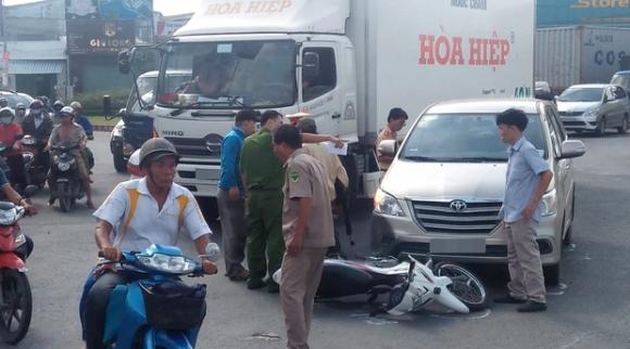 Cha gặp tai nạn, con kêu gọi gần chục thanh niên đến hành hung tài xế ô tô - Ảnh 1.