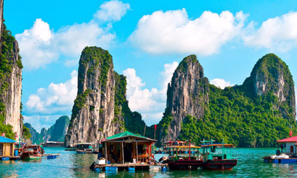 Vịnh Hạ Long lọt top điểm du lịch 'ăn ảnh' nhất thế giới
