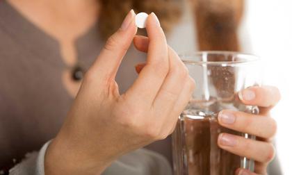 Thói quen uống thuốc hạ sốt kiểu này khiến bạn không thể khỏi bệnh mà còn gây tổn thương gan nặng