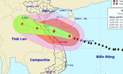 Bão số 10 tiệm cận mức thảm họa, áp sát bờ biển miền Trung
