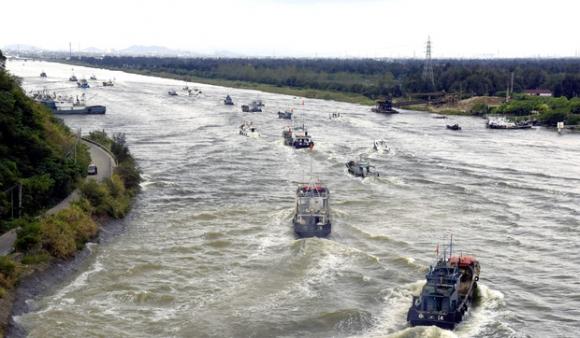 Hai cơn bão lớn cùng đổ bộ vào Trung Quốc, hơn 300.000 người dân phải đi sơ tán khẩn cấp - Ảnh 2.