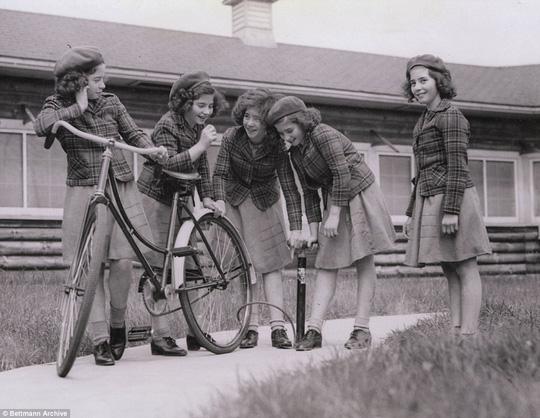 Cuộc đời đầy biến cố của 5 bé gái trong ca sinh 5 đầu tiên trên thế giới - Ảnh 4.