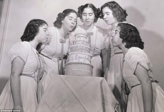 Cuộc đời đầy biến cố của 5 bé gái trong ca sinh 5 đầu tiên trên thế giới - Ảnh 5.