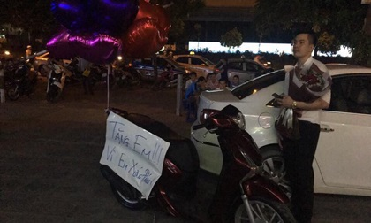 Chàng giám đốc soái ca tặng nàng xe SH kèm bảng viết: 'vì em xứng đáng' gây xôn xao