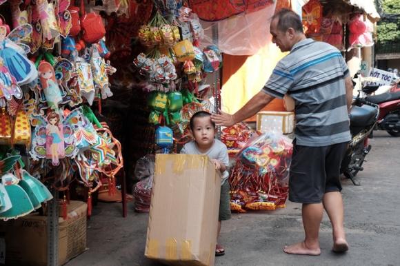 Xóm lồng đèn xưa nhất Sài Gòn vào mùa, bán hàng ngàn chiếc cho khách dịp Trung thu - Ảnh 5.