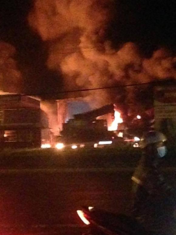 Cháy lớn gần cây xăng ở Vũng Tàu, nhiều người hoảng loạn - Ảnh 1.