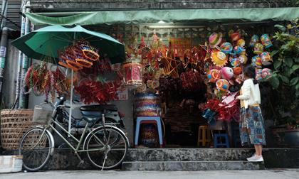 Xóm lồng đèn xưa nhất Sài Gòn vào mùa, bán hàng ngàn chiếc cho khách dịp Trung thu