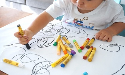 Thay vì cấm cản, hãy khuyến khích con 'vẽ bậy' vì những lợi ích to lớn sau