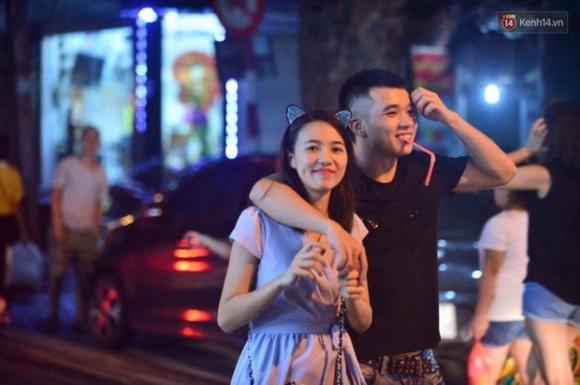 Chùm ảnh: Cảnh tượng đông đúc đến nghẹt thở tại Hà Nội và Sài Gòn trước thềm Trung thu - Ảnh 11.