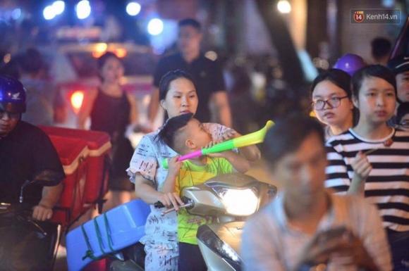 Chùm ảnh: Cảnh tượng đông đúc đến nghẹt thở tại Hà Nội và Sài Gòn trước thềm Trung thu - Ảnh 10.