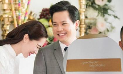 Hé lộ thiệp cưới giản dị mà tinh tế của Hoa hậu Đặng Thu Thảo và hôn phu