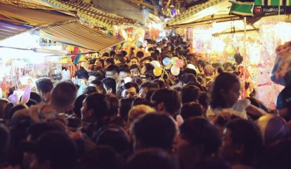 Chùm ảnh: Cảnh tượng đông đúc đến nghẹt thở tại Hà Nội và Sài Gòn trước thềm Trung thu - Ảnh 15.