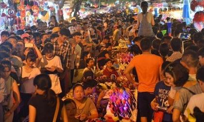 Những hình ảnh xem là muốn 'ngộp thở' trong đêm Trung thu tại Thủ đô Hà Nội