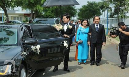 Mẹ chồng đại gia trực tiếp đi đón con dâu Hoa hậu Đặng Thu Thảo
