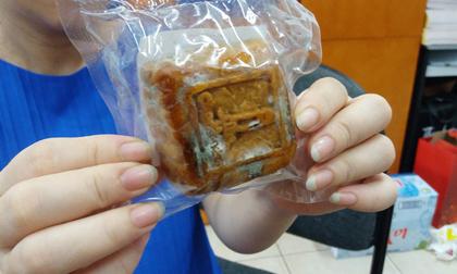 Hà Nội: Tá hỏa phát hiện bánh Trung thu gần tiền triệu mua ở khách sạn 5 sao chưa hết hạn đã mốc meo