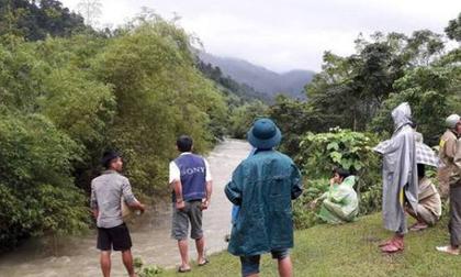 Đã tìm thấy thi thể người đàn ông tàn tật bị nước lũ cuốn trôi khi đi qua khe suối để về nhà