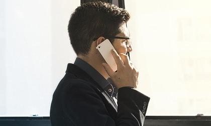 Không thể đứng vững bởi cuộc điện thoại bất ngờ của sếp vợ