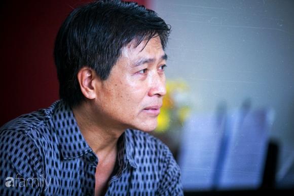 Cả xã hội đồng cảm với cha con Quốc Tuấn, riêng ông chủ Hãng phim Truyện VN mỉa mai là diễn kịch - Ảnh 5.