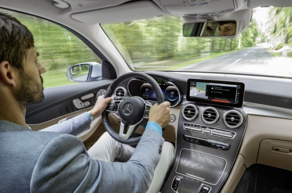 Mercedes-Benz GLC F-Cell: Xe không cần xăng - 4