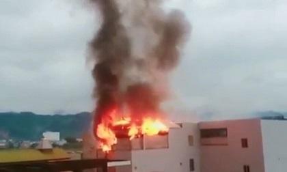 Hòa Bình: Cháy lớn thiêu rụi phòng hát karaoke