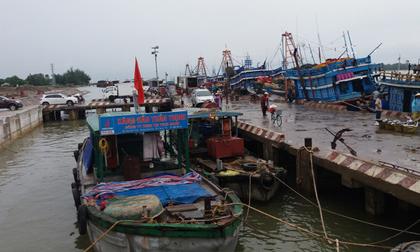 Áp thấp nhiệt đới mạnh lên thành bão, 2 tỉnh Nghệ An và Hà Tĩnh cấm tàu thuyền ra khơi