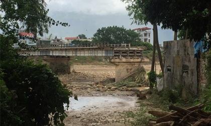Vụ sập cầu Thia ở Yên Bái: Thấy người rơi, quăng lưới cứu mà không được